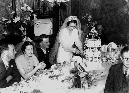 800px_StateLibQld_1_125551_Wedding_reception_at_the_Bellevue_Hotel__Brisbane__1938